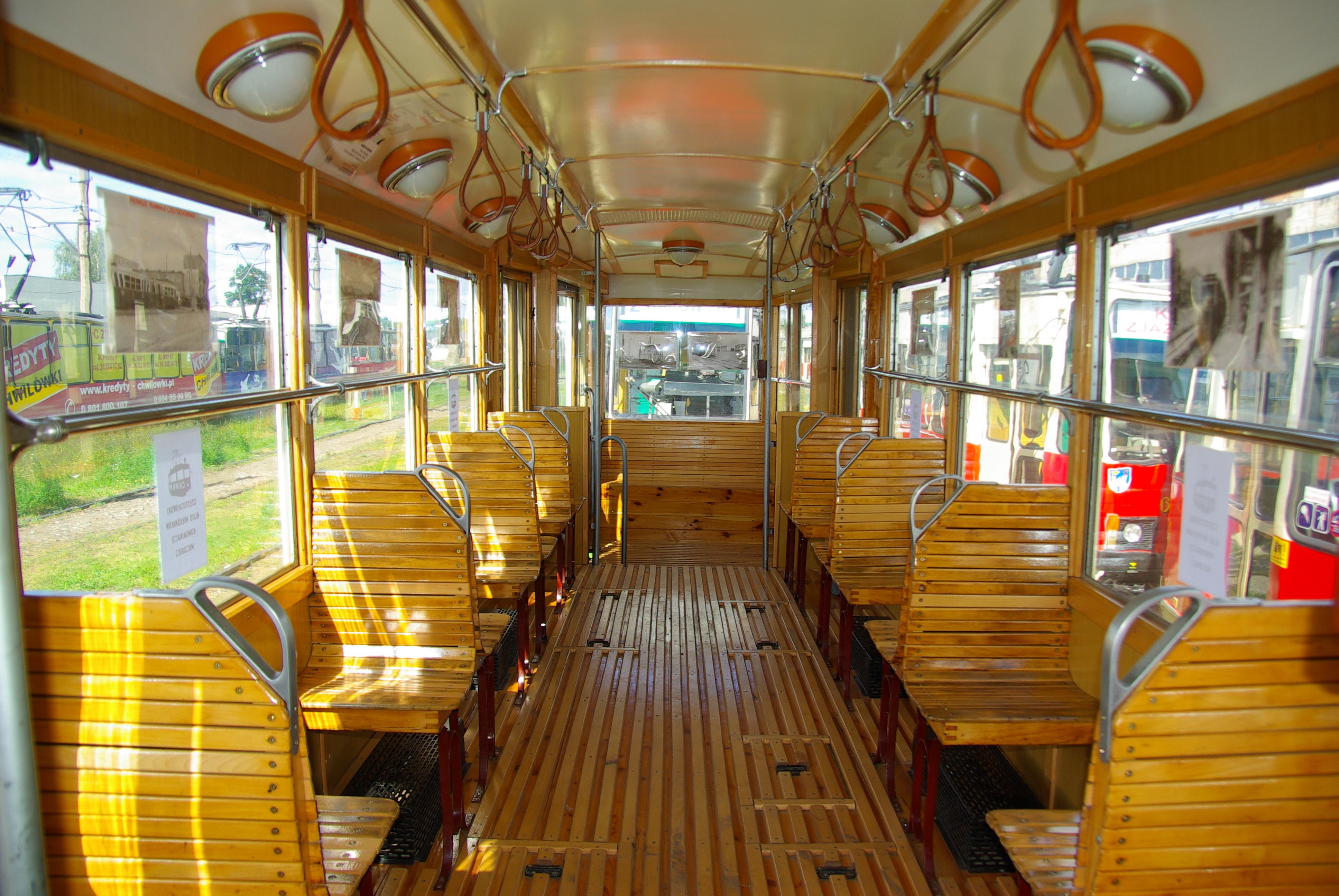 Wnętrze wagonu silnikowego 4N1 - #202