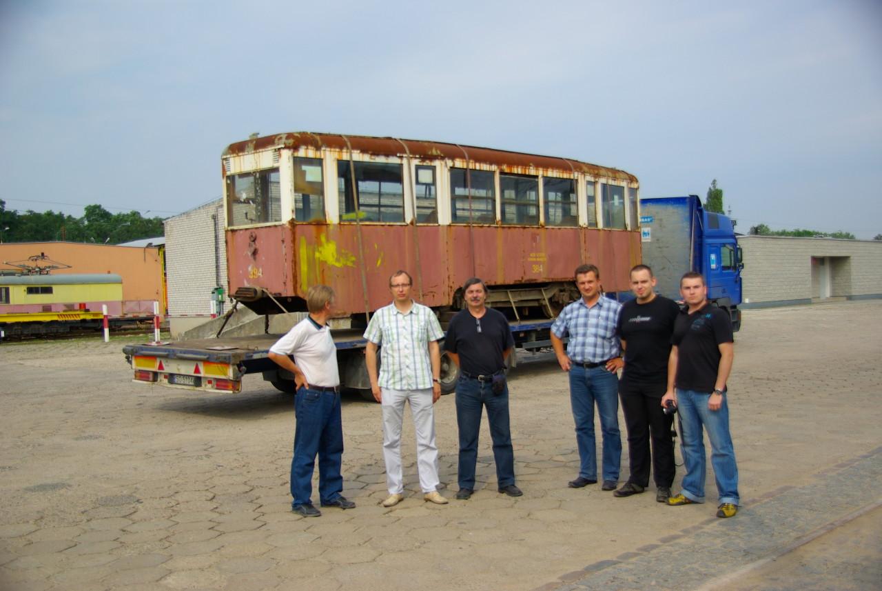 Ekipa CKMKM po załadunku wagonu
